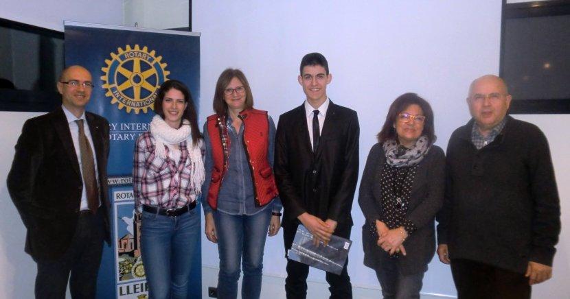 LLIURAMENT del VI Premi Protagonistes del Demà – 2015 del RC de Lleida, al jove Pau Solé Calduch, del Col·legi Episcopal deLLeida.