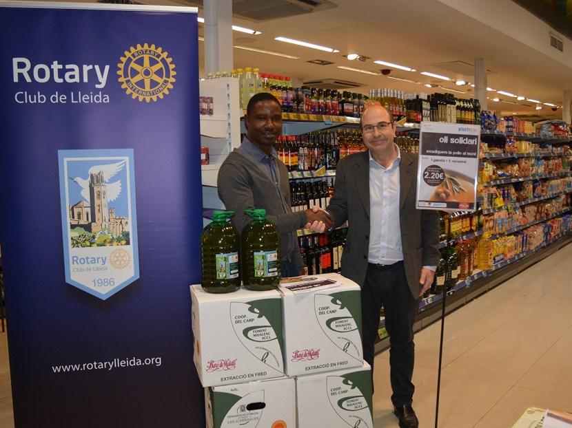 Accions Dia Mundial Contra la Pòlio: Venda de l'oli solidari del Rotary Club de Lleida amb la col·laboració de SupermercatsPlusfresc